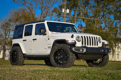 Gallery | Remington Off-Road Edition White 2019 Jeep