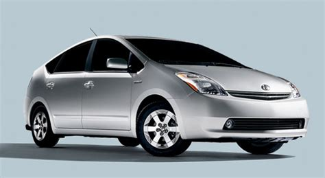 Hybrid Toyota Prius Used To Power Up a Refrigerator and More