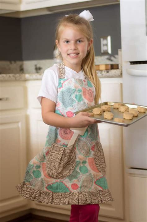 Holly's Reversible Apron- A Free Pattern - The Simple Life