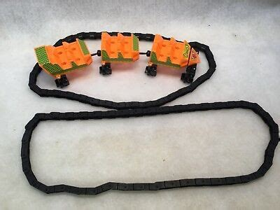 KNEX SCREAMIN SERPENT ROLLER COASTER CARS w/3 People Parts