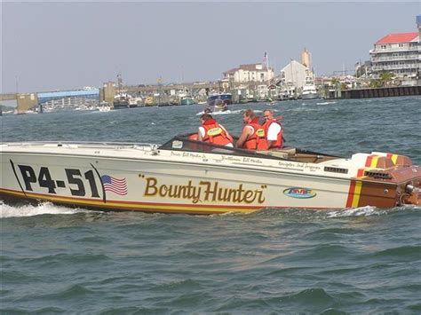 Old School Cigarette Cat Race boat - Offshoreonly