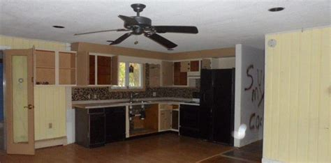 25 Terrible Real Estate Photos - Stay at Home Mum