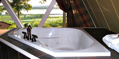 Illinois Hot Tub Suites - Hotels & Cabins With In-Room